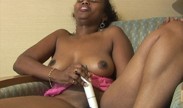Black Babe Toying Cunt